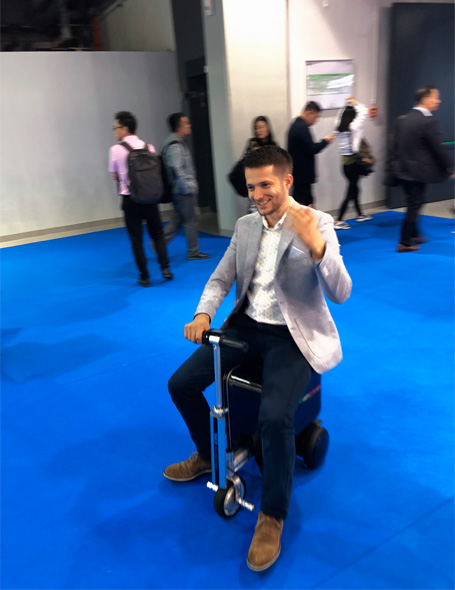 Airwheel E-luggage scooter